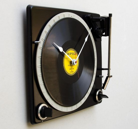 console turntable clock 01
