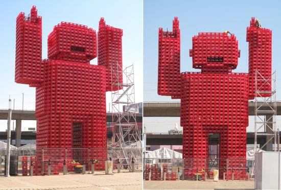 giant coca cola man 01