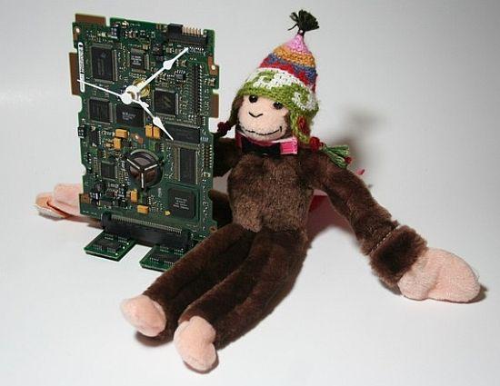 hard drive circuit board desk clock 02
