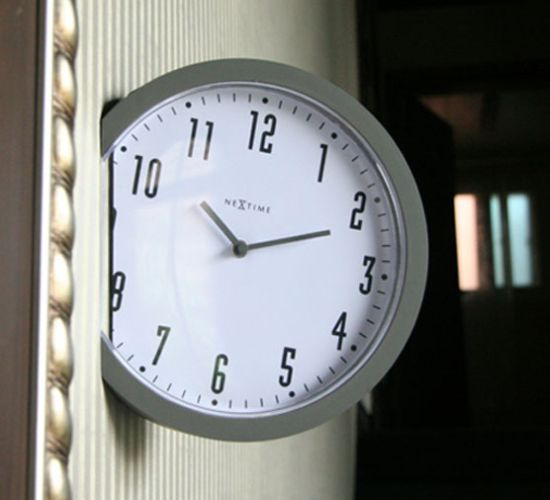 insert clock 02
