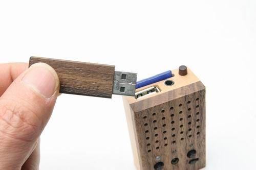 motz tiny wooden power speaker 02