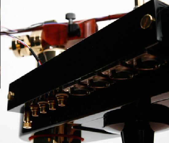 piano shaped turntable 04