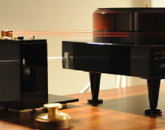 piano shaped turntable 05