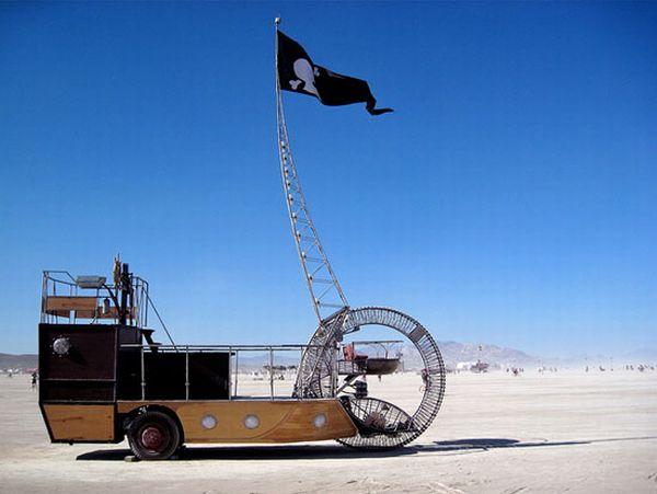 Rad steampunk pirate ship car