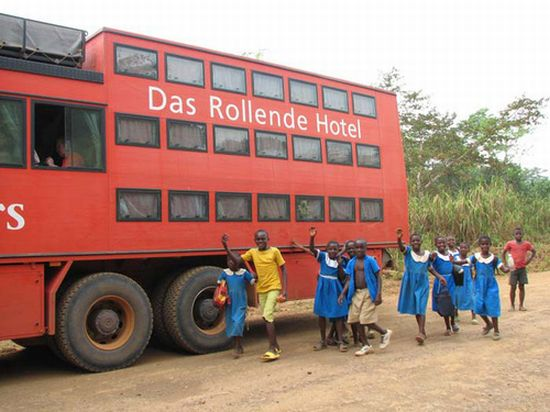 rolling hotel tour bus 04