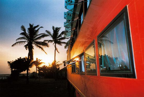 rolling hotel tour bus 06