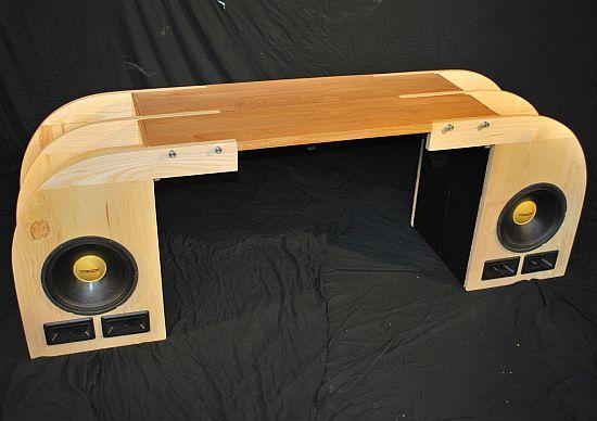 speaker desk 01