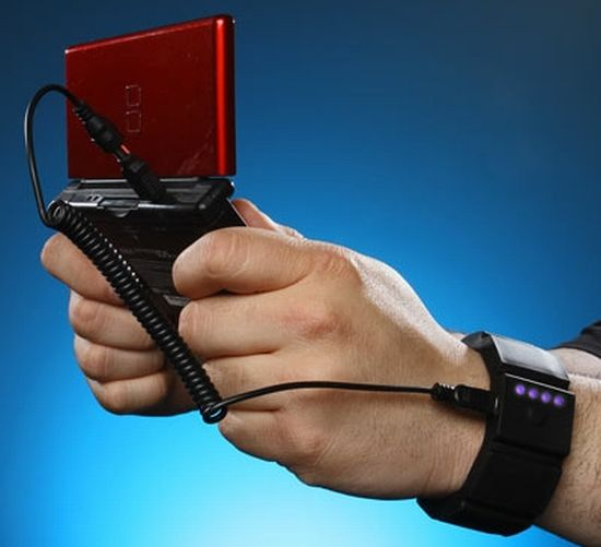universal gadget wrist charger 02