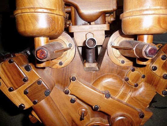 wooden v12 ferrari engine2