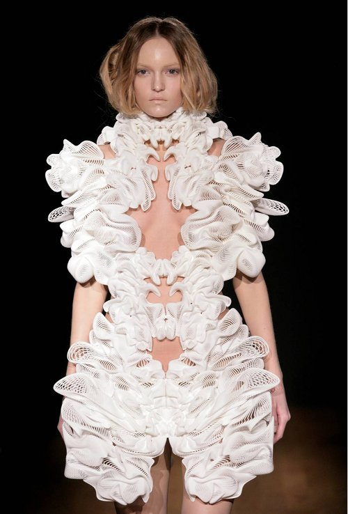 Iris-van-Herpen-3D-printed-fashion-1