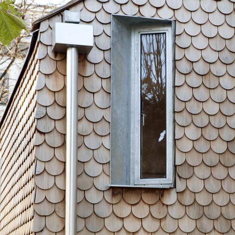 dezeen_Gingerbread-House-by-Laura-Dewe-Matthews_3sqb