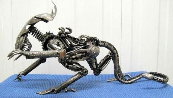 crawling_alien_sculpture_image_title_v1x6g
