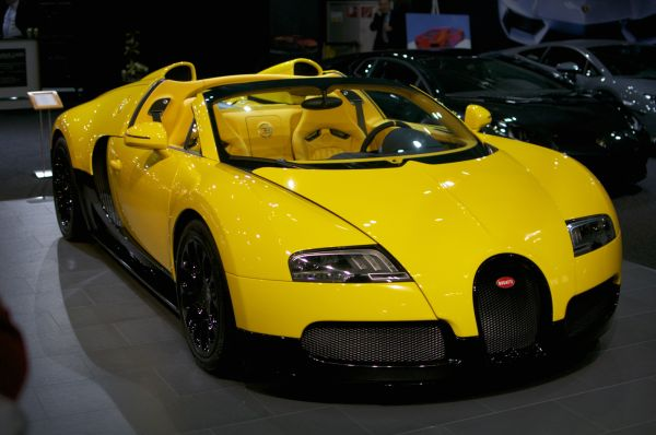 Bugatti_Veyron_Grand_Sport_Black_&_Yellow