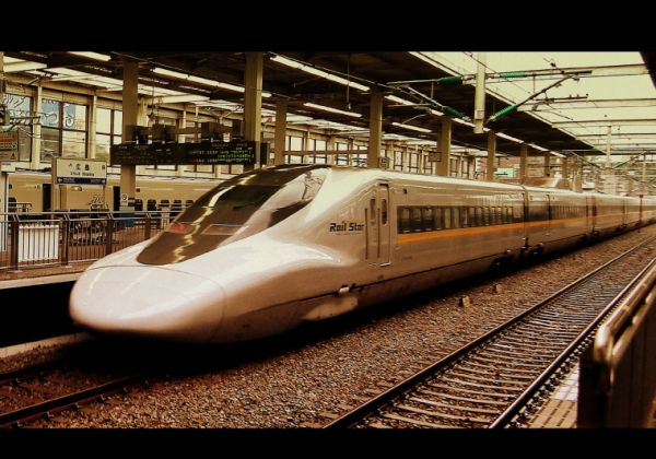 RAIL_STAR_SHINKANSEN_BULLET_TRAIN_HIROSHIMA_JAPAN_JUNE_2012_(7408397154)