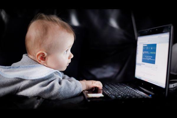 child_laptop_play_curiosity_54466_1920x1280