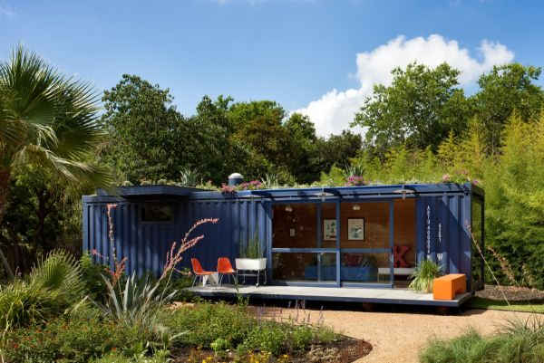 shipping-container-guest-house-poteet-3