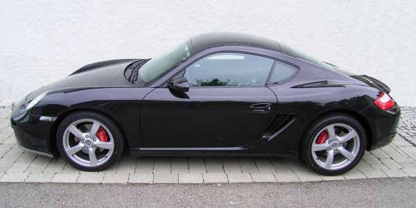 Porsche_Cayman_(Black)_-_Side