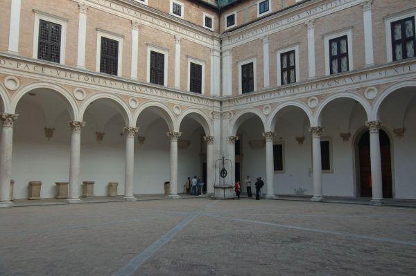 Urbino-palazzo_ducale01