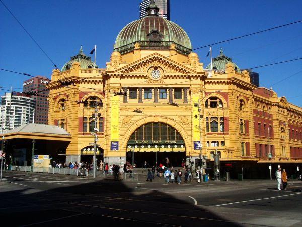 August_2006_Flinders_Street_Station