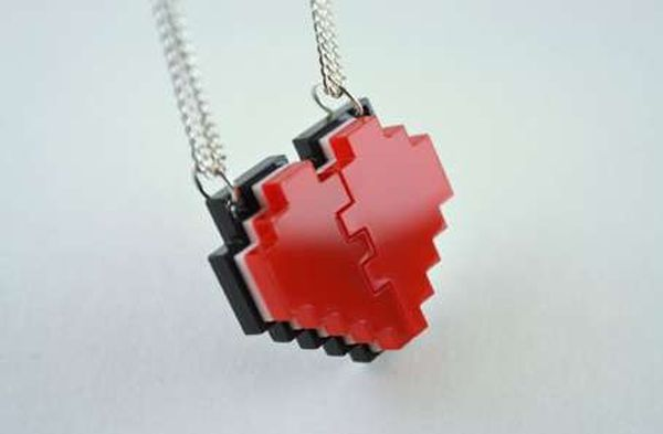 pixel-heart-friendship-necklace.jpeg.pagespeed.ce.KI-CQaj4Yq