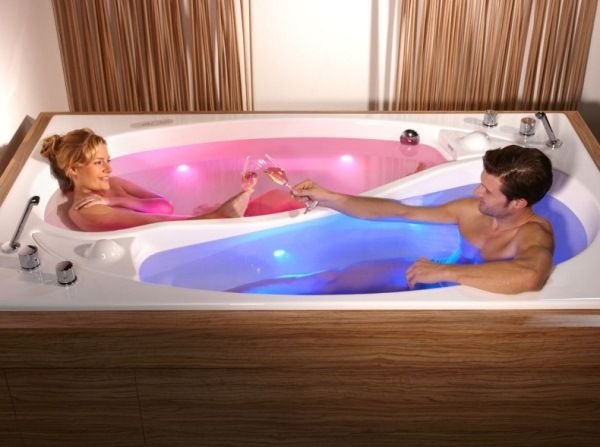 Yin Yang couple bathtub