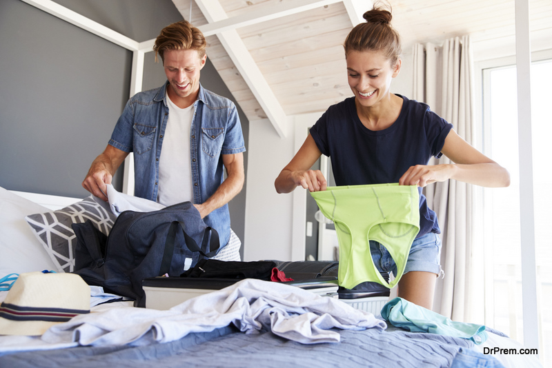 couple packing Garments