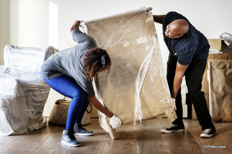 couple-getting-ready-to-move-the-house