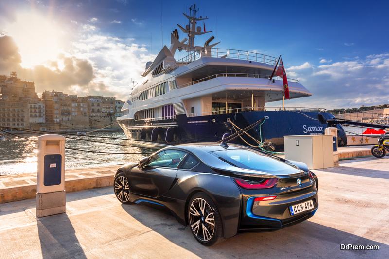 parked BMW i8